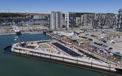 The world's biggest floating salt water swimming arena in Aarhus, Denmark has 2700 daily visitors.